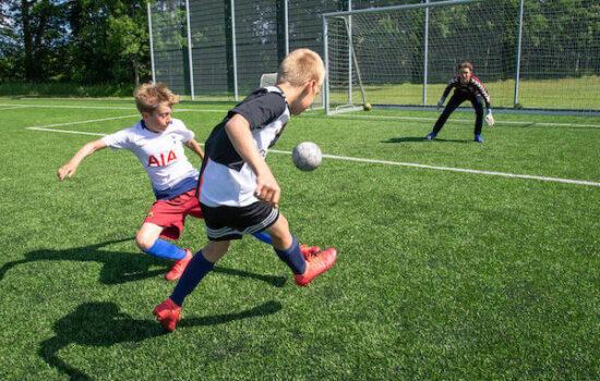 Elsker du fodbold? Så er vores fodboldcamp helt sikkert noget for dig.