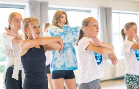 Kom på danse camp på SportsCamp og oplev det sjove ved bevægelse til musik