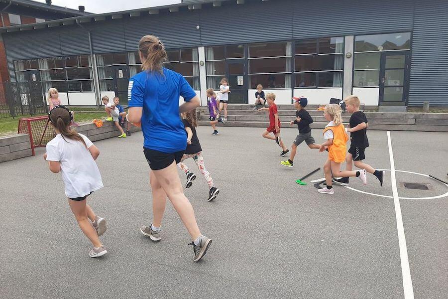 Vi elsker streethockey, og alt hvad der findes af sjove udendørs aktiviteter