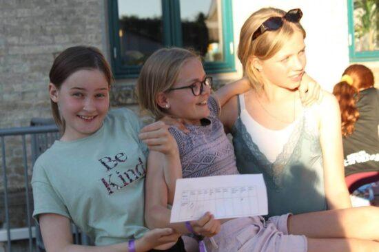 På GirlpowerCamp kommer du til at møde en masse nye veninder fra hele Danmark. På campen er fællesskabet det vigtigste, og vores skønne instruktører lover jer den bedste og sjoveste uge.