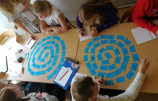 Med vores små sjove læringsværksteder sikrer vi både et et stort fagligt udbytte og en øget motivation for læring